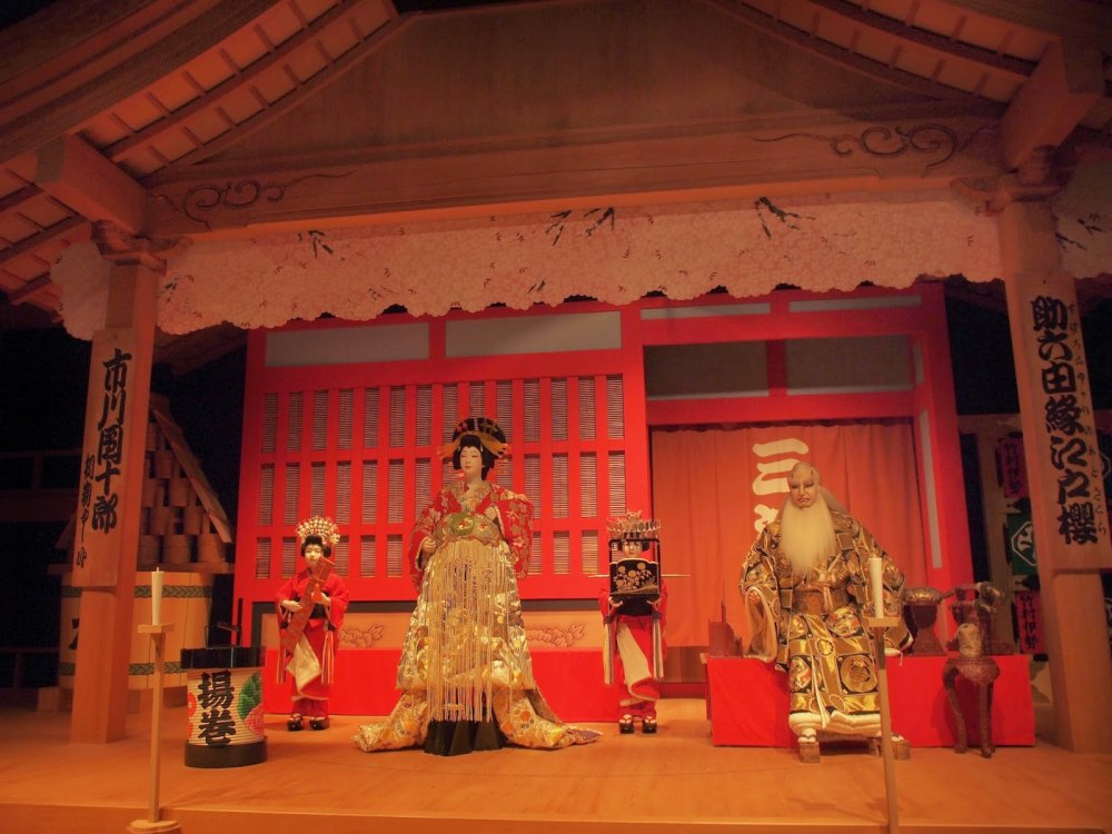 kabuki theater Kabuki is a japanese traditional theatre form, which originated in the edo period at the beginning of the seventeenth century and was particularly popular among townspeople.